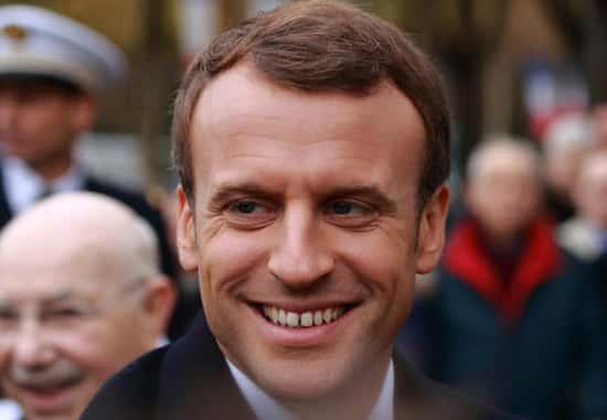 Macron conseille aux jeunes d'aller